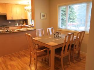 Steps away from Beach and Golf Course, Qualicum Beach
