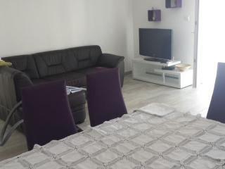 Rogoznica apartment1 50m from beach