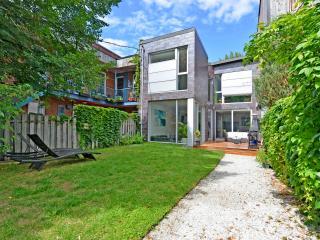 Maison moderne avec jardin en plein Montréal