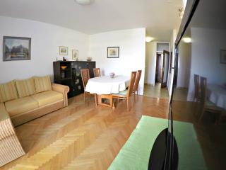 APARTMENT ONLY 10m FROM THE BEACH ( 4+2 ), Omis