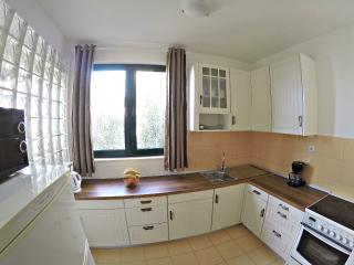 APT.SEAVIEW 4+2 /2 MIN. FROM CENTER AND THE BEACH!, Omis