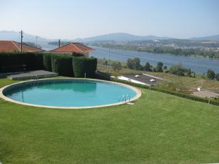 Vista deslumbrante sobre o rio Minho, Espanha ...