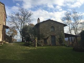 Casetta nel verde dell'Appennino Tosco-Romagnolo
