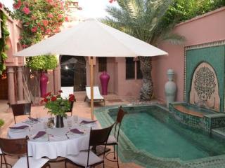 villa riad  de charme dans la palmeraie, Marrakesh