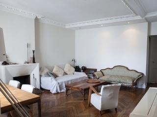Appartement typiquement parisien
