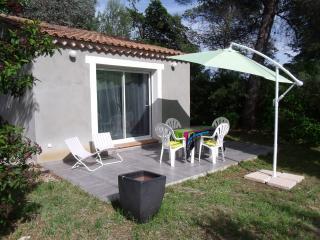 Var Beau studio maisonnette terrasse jardin WIFI, La Londe Les Maures