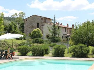 Casale con piscina a Perugia