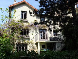 une maison très agréable avec jardin, Marnes-la-Coquette
