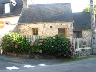 """Petite maison  """"2 clésvacances"""" à 7 mn des plages, Matignon"""