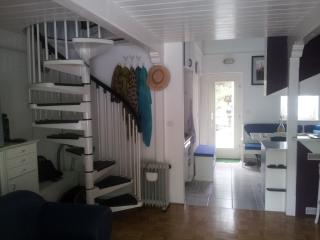 Apartment with a beautiful garden near the sea, Koper