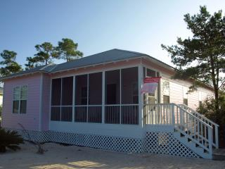 The Pink House - Charming Coastal Cottage, Gulf Shores