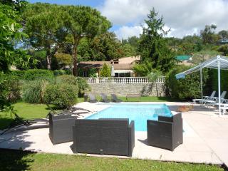 Spacieuse villa  250m²  avec piscine 4ch. 8per, Le Tignet