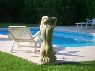 Spacieuse villa  230m2  avec piscine 4ch. 8per