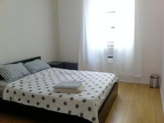 BEST DEAL 2BR APT 20 MN to downtown UP TO 6 PEOPLE