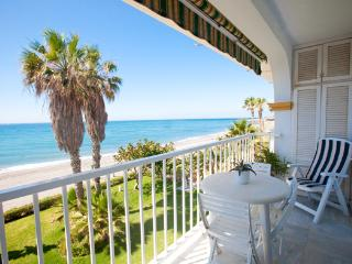 Fantastic Beachfront Apartment, Torrox