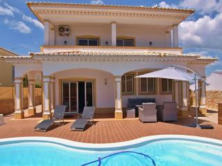 Superb 5 Bed Villa with Pool - Centre of Alvor