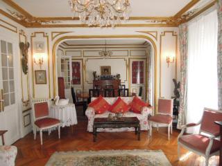 Charmant appartement style Louis XVI avec 3 chambres, salon et salle à manger