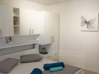 Ideal location, New Modern Apt 6 ppl - Pleic, Makarska
