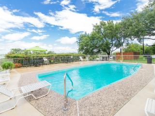 ~BAREFOOT SANDS~Luxury 1/1 Condo LAKEVIEW POOL