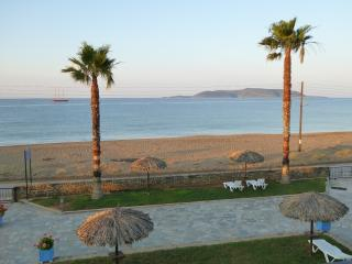 Apartments Tomaras, apt B, Beachfront
