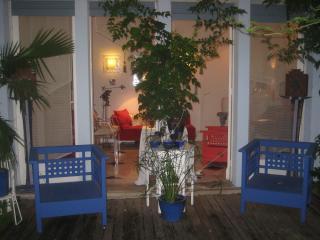 Maison de charme, piscine,jardins, deux chambres . Bordeaux