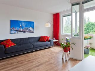 Sunny Kreuzberg Apartment - Berlin centre