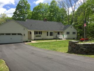 4BR / 4 Bath on Quiet Cul-De-Sac Close to Casinos, Ledyard