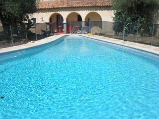 Calme absolu et piscine privée dans une oliveraie, Grasse