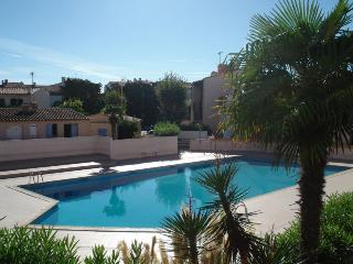maisonnette; terrasse,piscine, parking