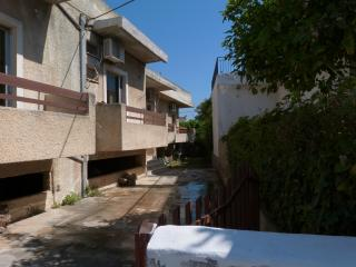 Summer vacation, 2 bedrooms apt, 40m from beach
