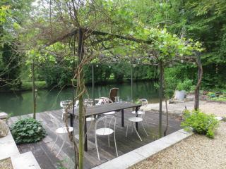 Les Noisetiers - idyllic location beside the river, Montignac Charente