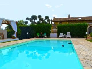 Villa with Private Pool and Garden - 3 Bedrooms
