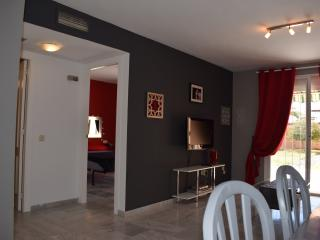FLAT WITH PRIVATE GARDEN ON THE LEISURE PORT, Aguadulce
