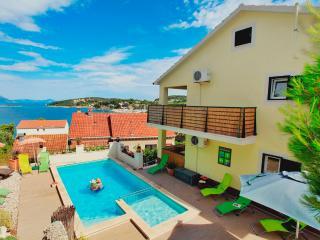 Apartment Sunshine Lumbarda 6+2