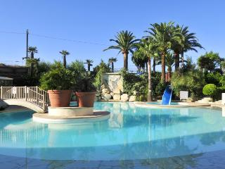 #Cannes  Resort 3* Seafront Beach 2 Swimming pools  Park Wi-fi, For 5 people