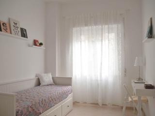 New confortable apartment, calm and bright, near the metro.