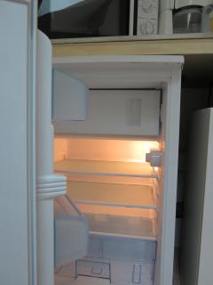 Réfrigérateur avec compartiment congélateur ** et bac à fruits/légumes