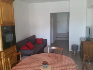 BEL APPARTEMENT AU BORD DU CANAL, VUE IMPRENABLE S, Aigues-Mortes