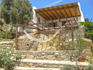 Private house with sea view and artist workshop, Paraga