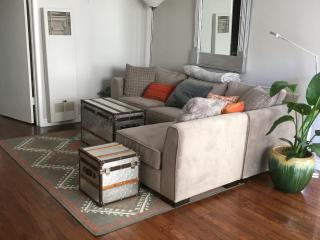 Lovely Santa Monica Condo with Deck, Santa Mónica