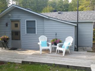 Beach House with Detached Bunkhouse in Sauble Beach