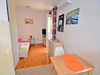 Studio Apartment, Beach Znjan, Split