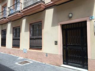 NEW!!! LUXURY CITY CENTER & PATIO/TERRACE (6 PAX) FREE WIFI