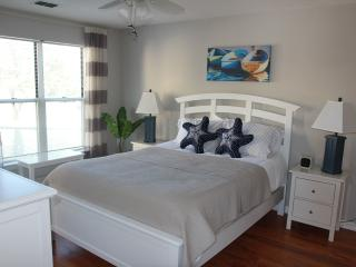 Delightful Couples Retreat in Pirates Cove Resort, Manteo