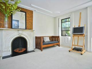 X-Large Fort Greene garden apartment (shared), Brooklyn