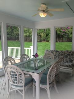 Sunporch with ceiling fan and 3 person glider