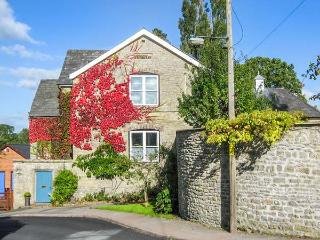 THE SCHOOL ROOM, romantic, country holiday cottage in Kington, Ref 4338
