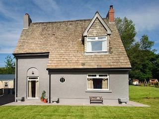 PONDFIELD GATE woodburner, enclosed gardens, WiFi, charming in Ammanford Ref 927312