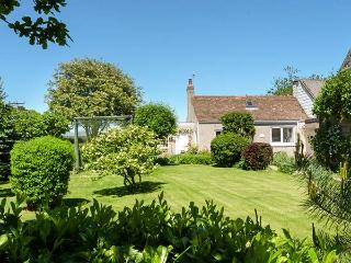 ROSE COTTAGE, semi-detached, single-storey, woodburner, shared garden, in Edzell