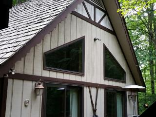 2bdrm Creekside Cabin w HOT TUB on hiking trail, Beech Mountain